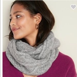 OLD NAVY Gray Cable-knit Infinity Scarf